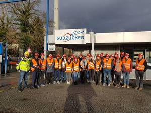 Students during an excursion to the suger producing factory Südzücker in Ochsenfurt (Photo: Simon Vogel)