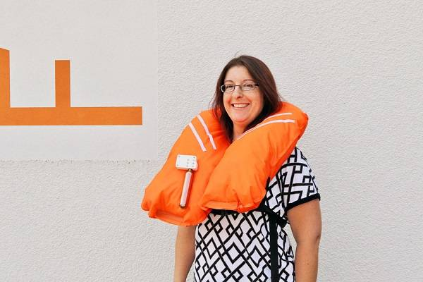 The student Dorothea Moquette presented the prototype of a life jacket at a price of just one euro.